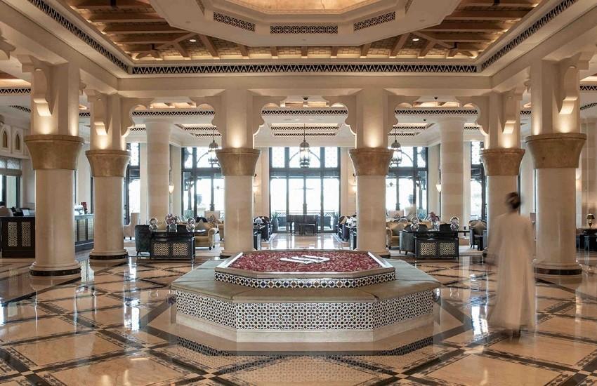 Hotel- Lobby