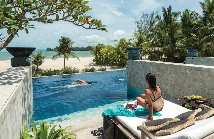 Pool Quiet Cabanas