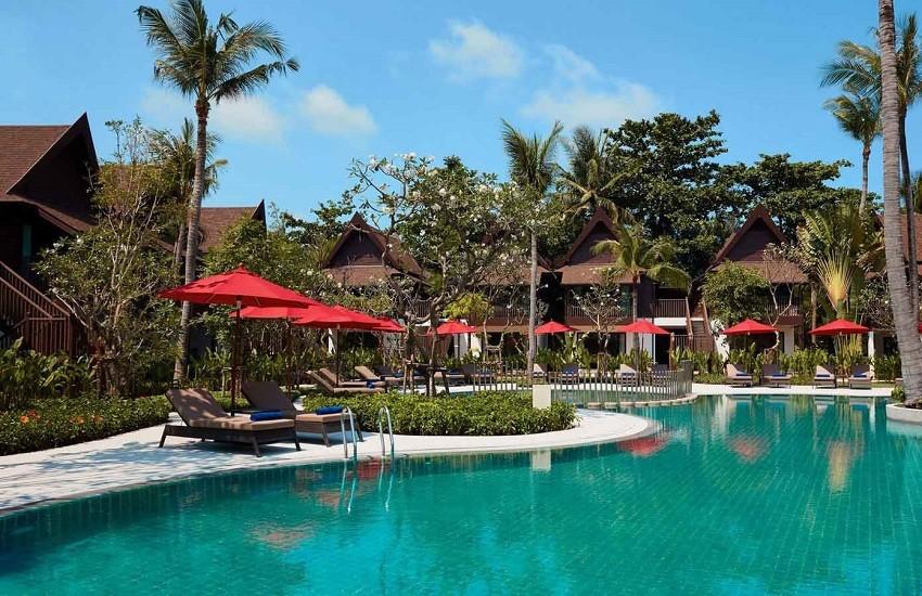 Pool Thai Village Loungers