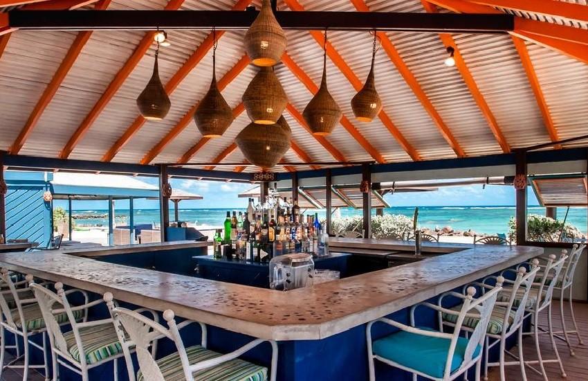 Restaraunt Beach Bar