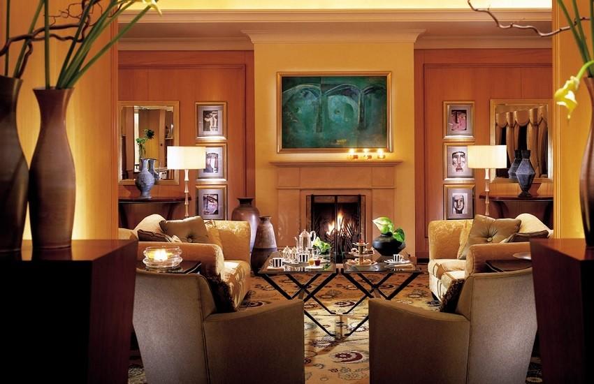 Restaurant Foyer Lounge