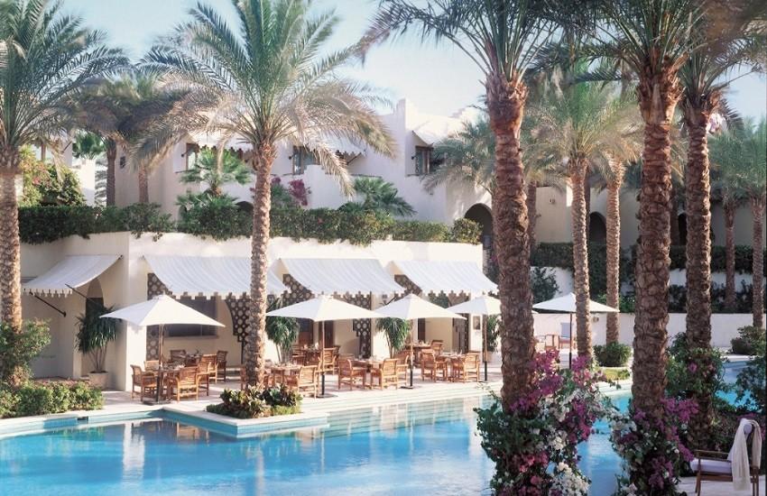 Restaurant Pool