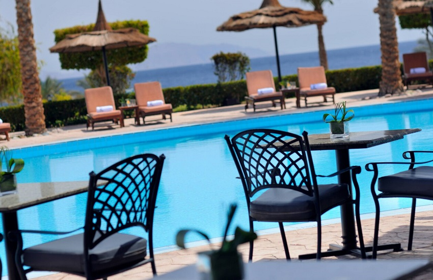 Restaurant Pool Bar