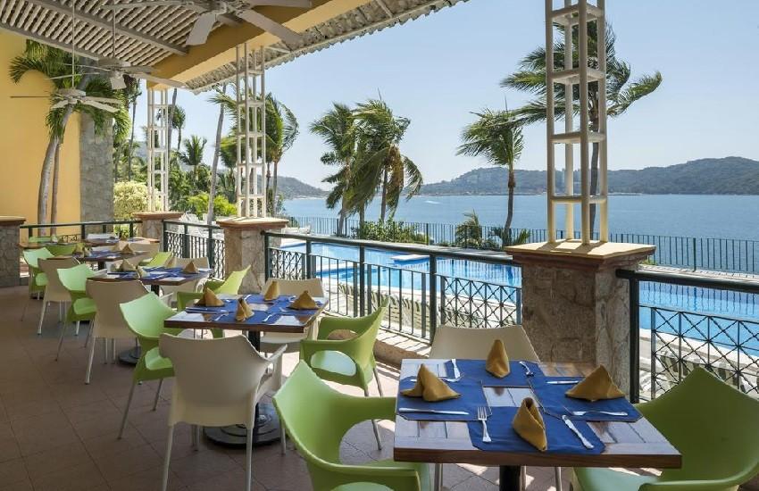 Restaurant Poolside