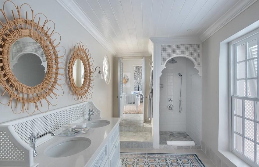 Room Camelot Bathroom