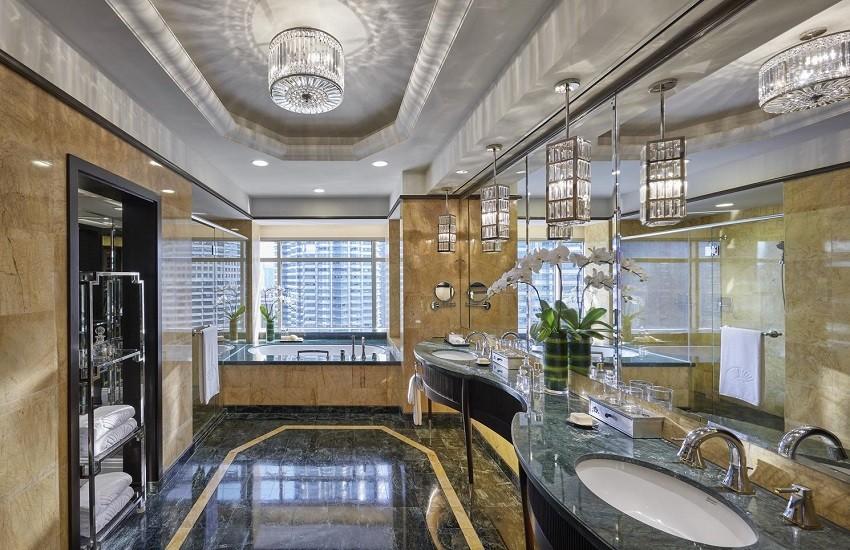 Room Club Suite Bathroom
