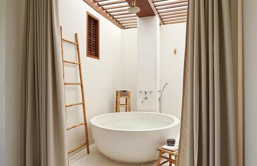 Room Deluxe Bathroom