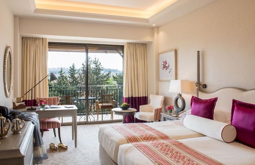 Room Deluxe Bedroom