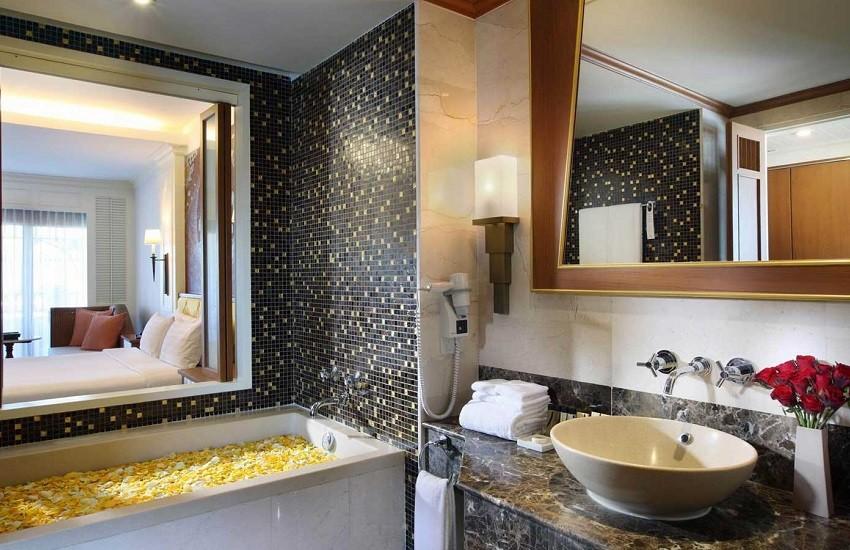 Room Grand Deluxe Bathroom