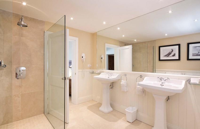 Room Hillside Bathroom