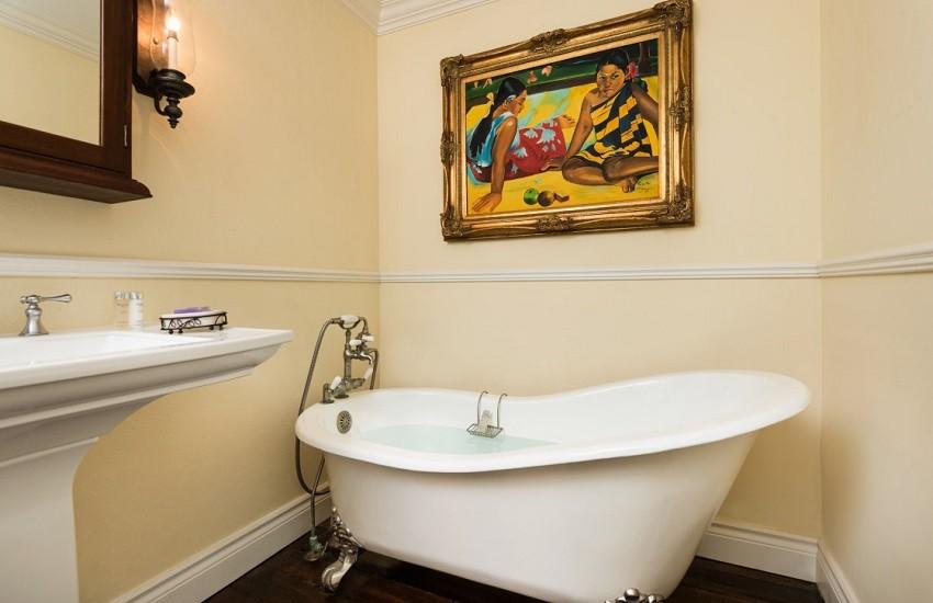 Room Pool View Cottage Bathroom
