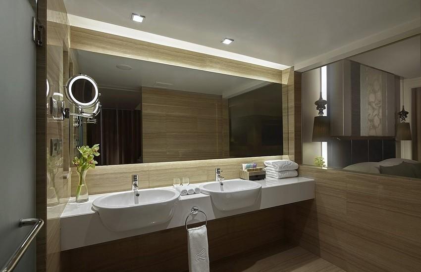 Room Premium Corner Bathroom