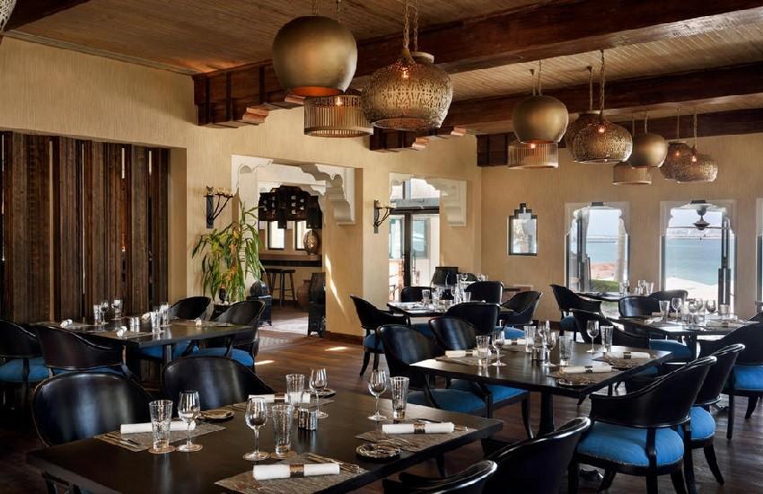 Restaurant Beach Bar Grill